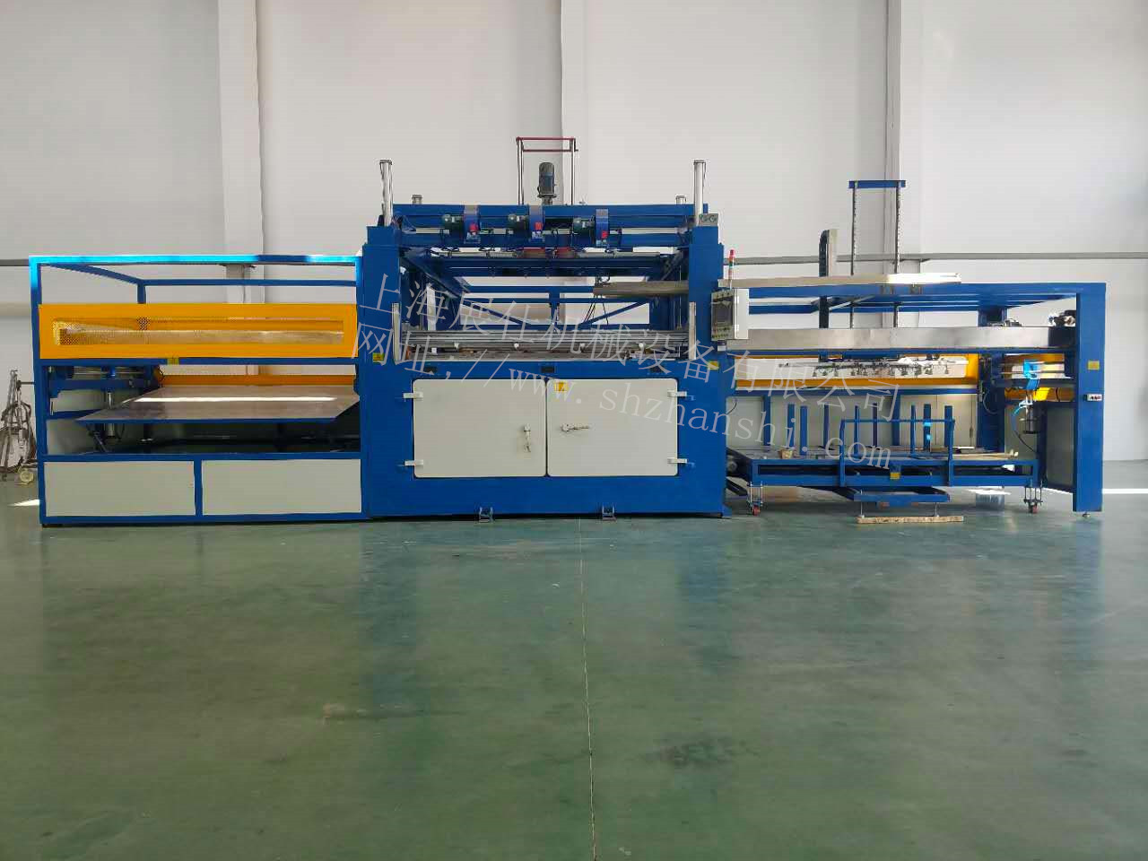 ZS-2815/600 automatic loading and unloading automotive interior parts sheet blister machine